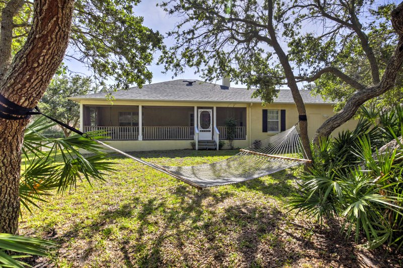 St. Augustine House w/ Gas Grill - Walk to Beach!, holiday rental in Villano Beach