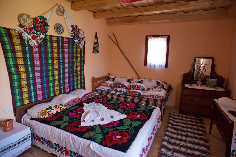 Casa Carolina Cupseni 12 km from UNESCO Rogoz Church  (1663), holiday rental in Breb