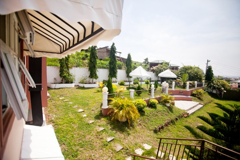 4 En-suite Rooms - The Flower Villa, casa vacanza a Kasoa