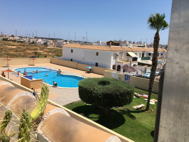 Kasha's 2- bed apartment with roof solarium, holiday rental in Torrevieja