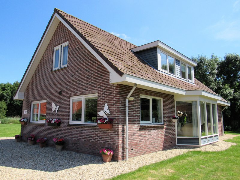 15% DISCOUNT September, Villa Woldrust, a spacious holiday home in a villa park, vacation rental in Spakenburg