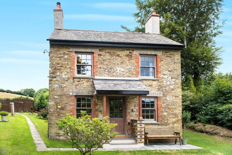 Trengrove Cottage, nach Süden ausgerichtet, schöne Aussicht, ruhig, traditionelle und zugleich moderne!