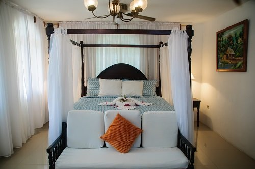 Humming Bird One bedroom Suite, vacation rental in Negril