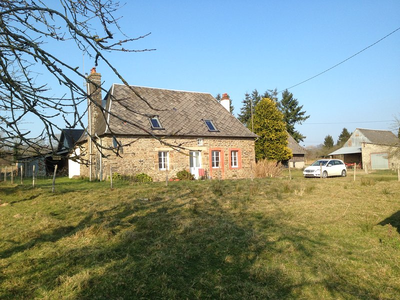 Lovely farmhouse in peaceful countryside, but with many local attractions – semesterbostad i Saint-Hilaire-du-Harcouet