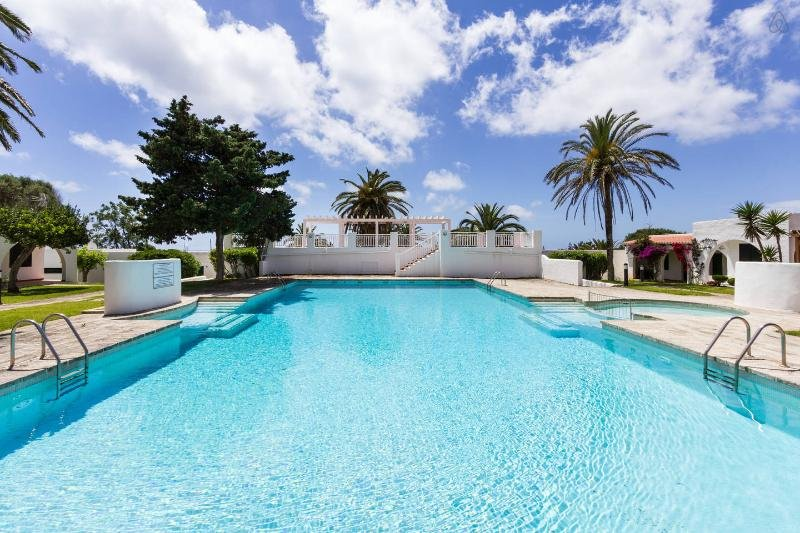 Large pool with direct access
