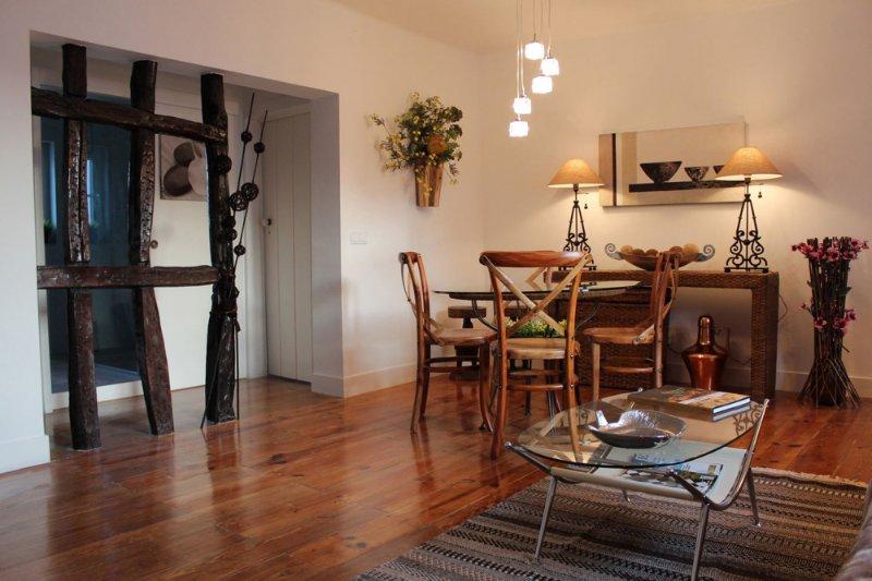 Stylish Lisbon Apartment in Alfama, vacation rental in Barreiro