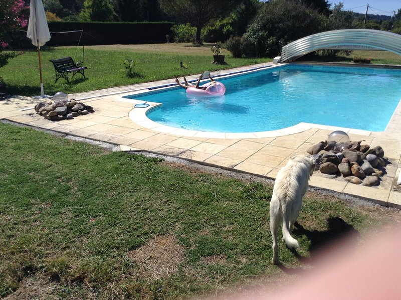 Country House B&B with Heated Pool and Pyrenees Views, location de vacances à Arrouède