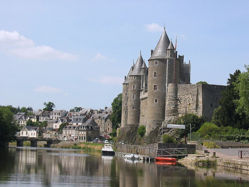 Josselin 2 bed town house for four people, location de vacances à Lanouée