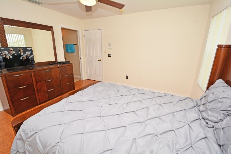Bedroom 4 showing TV and bathroom