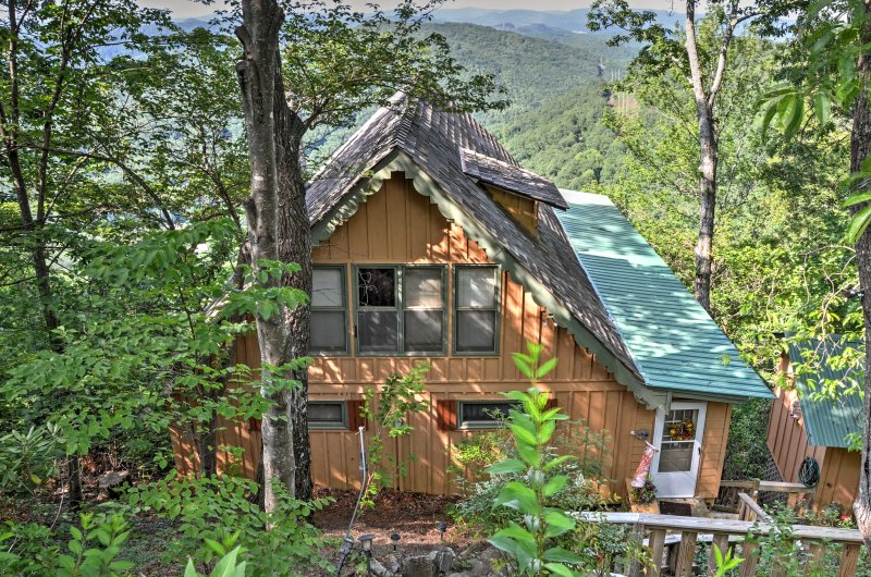 Situated atop Screamer Mountain, this home features a spacious back deck with sweeping views of the surrounding landscape.