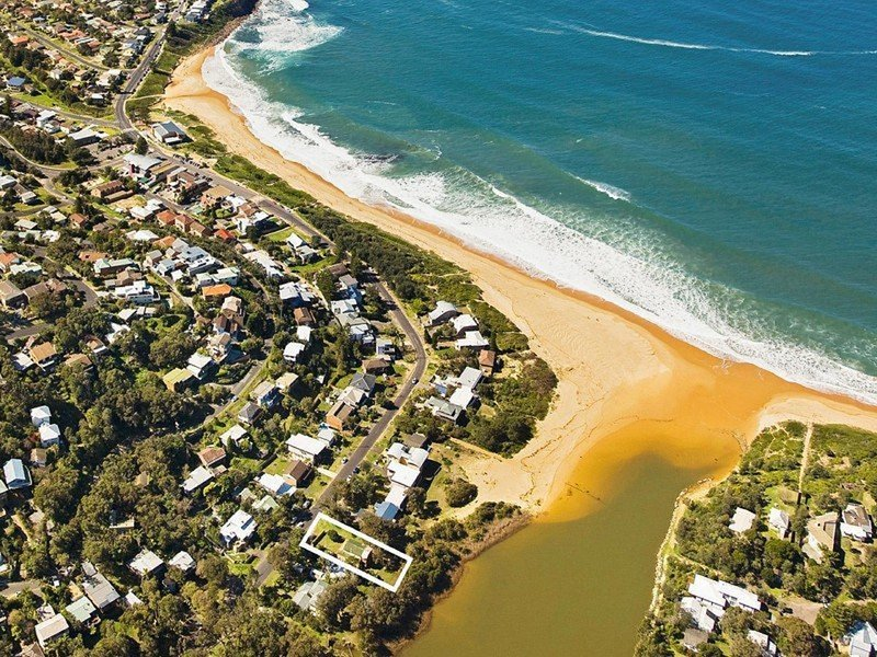 Aerial photo of property location. 3 mins from Copacabana beach