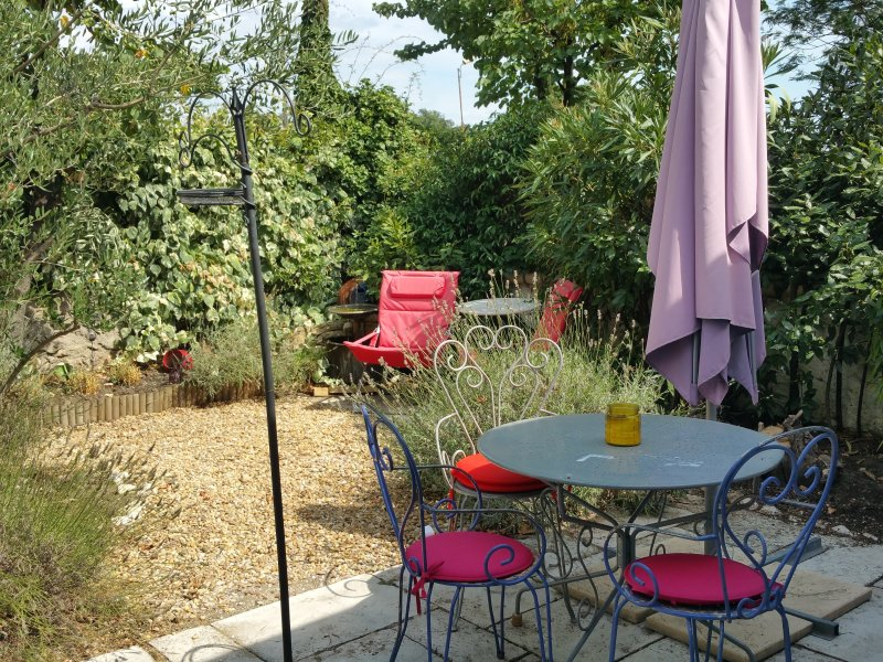 Cottage with sunny private garden and plunge pool, vacation rental in Lieuran-les-Beziers