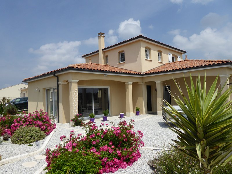 MAISON ' LA CHRYSOLIGE' BORD DE MER, vacation rental in Meschers-sur-Gironde