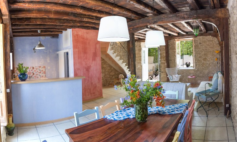 Villa Rocca…a stone's throw from the sea. (60 m. from the beach), holiday rental in Nikiana