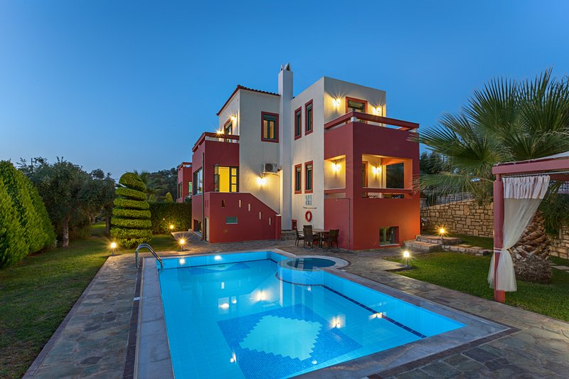 Alkyoni villa- Premium villa with views to the sea and the mountains, vacation rental in Giannoudion