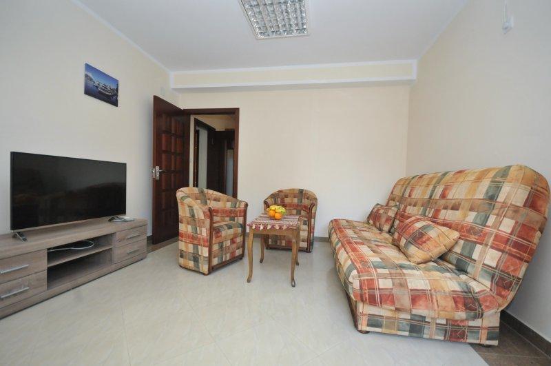 One-Bedroom Apartment 23