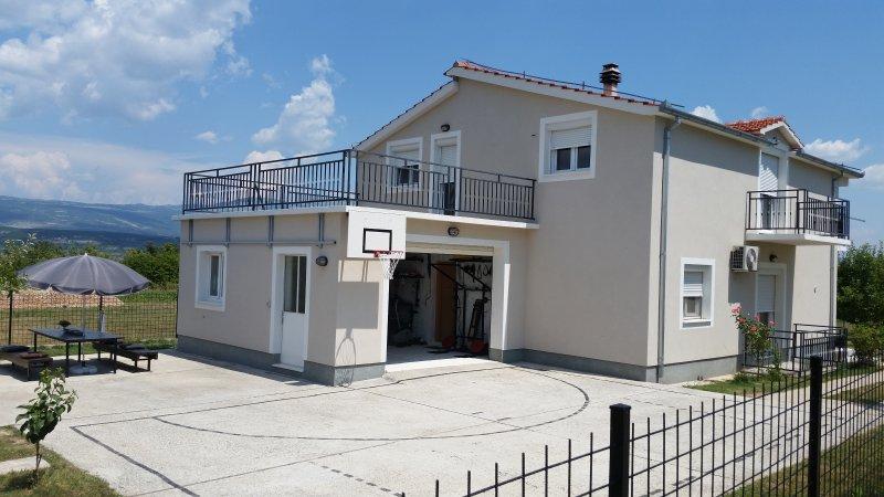 Sunny Family Villa, casa vacanza a Hrvace