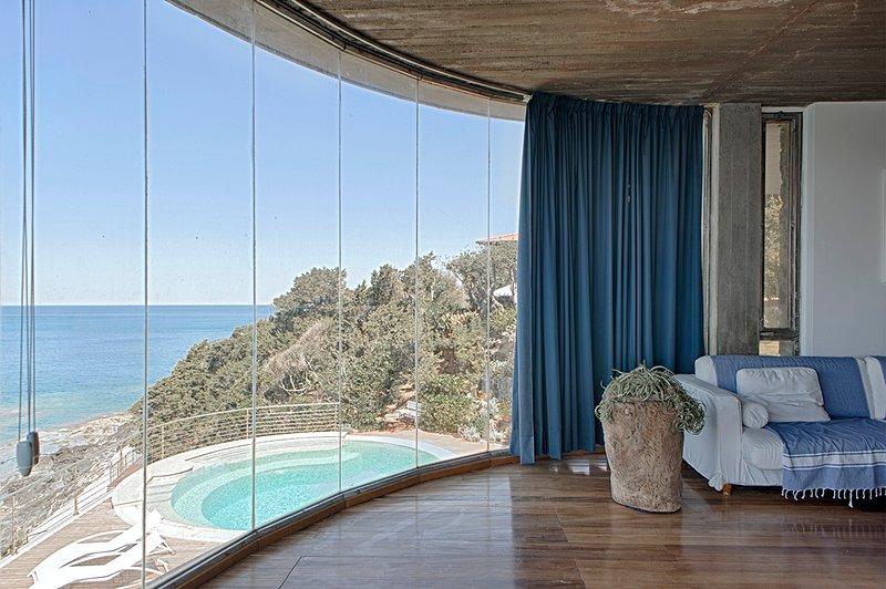 VILLA CASTIGLIONCELLO con piscina privata e accesso al mare, vacation rental in Quercianella
