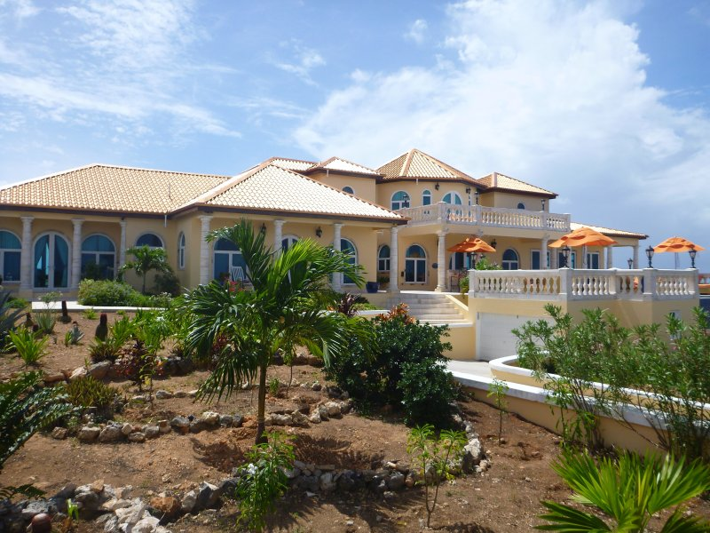 All Suite Luxury Villa Perfect for families and couples!