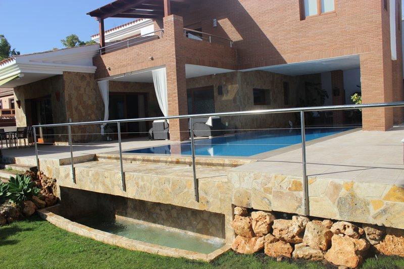 Holiday villa with swimming pool in Mijas, vacation rental in Mijas Pueblo