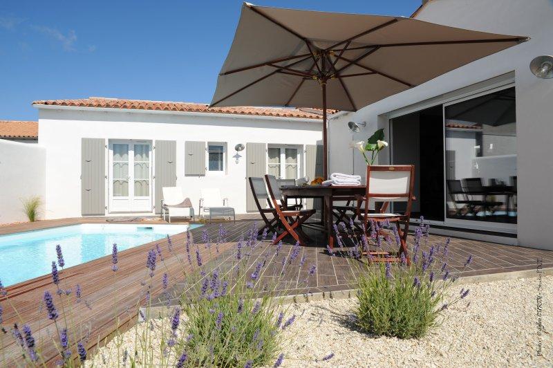 Villa contemporaine avec piscine individuelle - Villa charente maritime avec piscine ...