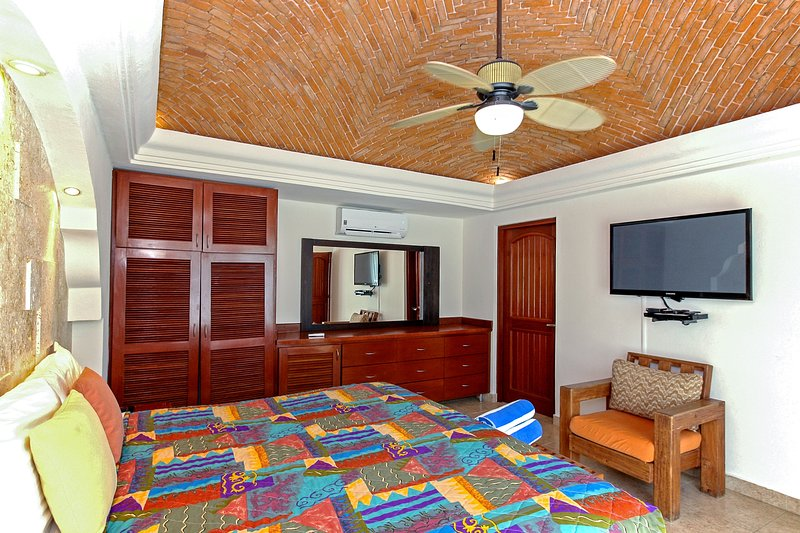 Suite Master avec lit King, TV HD avec satellite et salle de bains