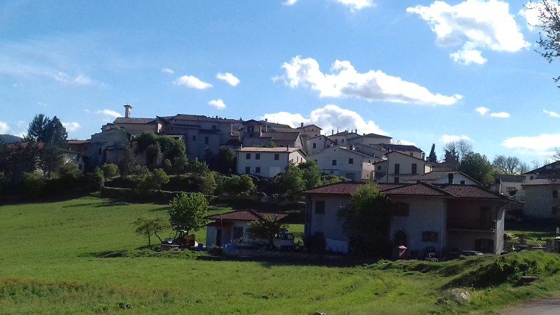Tipica casa in pietra con travi di legno a vista nel cuore dell'Umbria, Ferienwohnung in Cascia