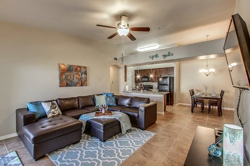 Executive Style Luxury Condo with Mountain Views & HEATED POOL/SPA!, vacation rental in Mesa