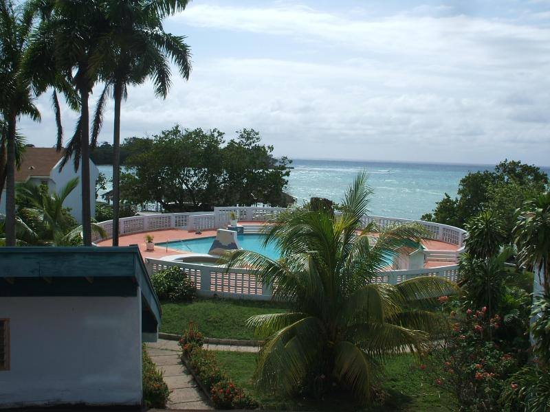 The seaside pool from second level.