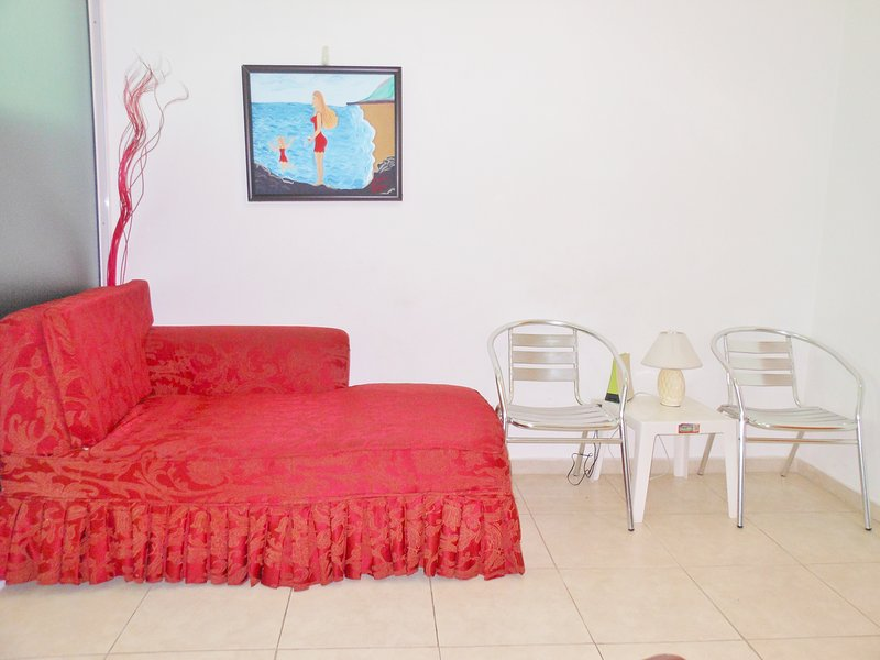 APARTMENT 8 PERSONS,WIFI, A/C,HUT TUB,WALKING DISTANCE TO FAST FOODS MALL ETC., holiday rental in San Cristobal