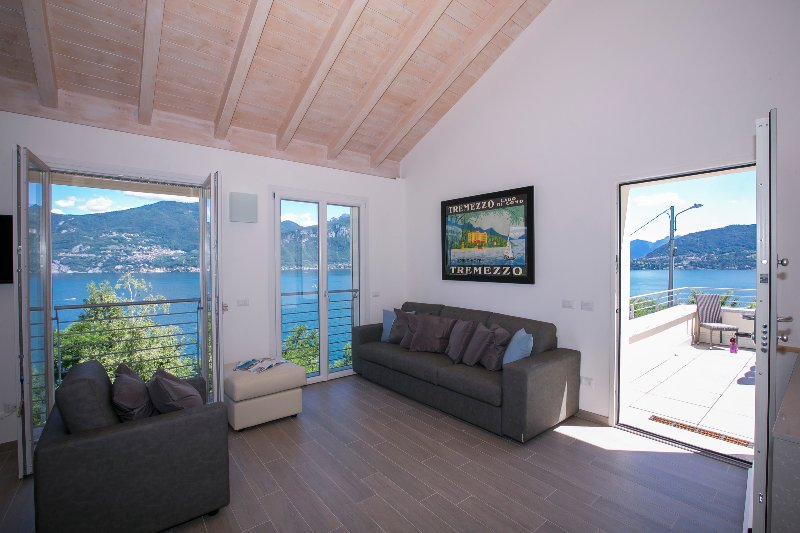 Living room with fantastic lake view