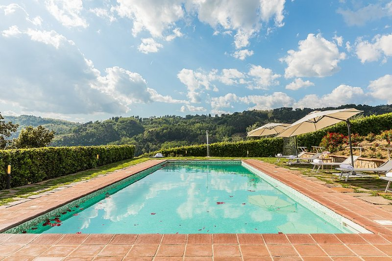 Veneri Villa Sleeps 12 with Pool Air Con and WiFi - 5229040, holiday rental in Colle di Buggiano