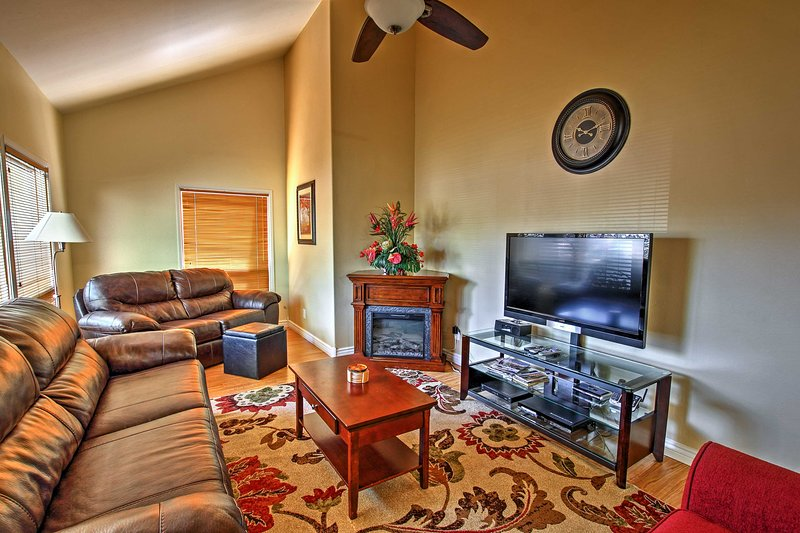 Flagstaff Townhome w/ Deck: Easy Access Downtown!, vacation rental in Flagstaff