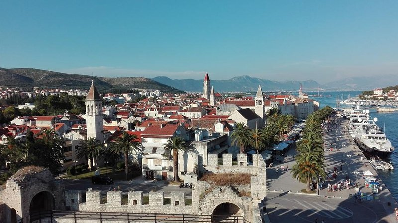 Trogir - City protected by UNESCO - 5 km from the Apartment House