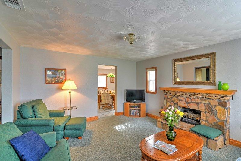 L'interno della casa dispone di legno su misura e accogliente.