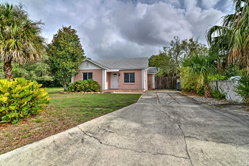 This charming property boasts a central Lakeland location!