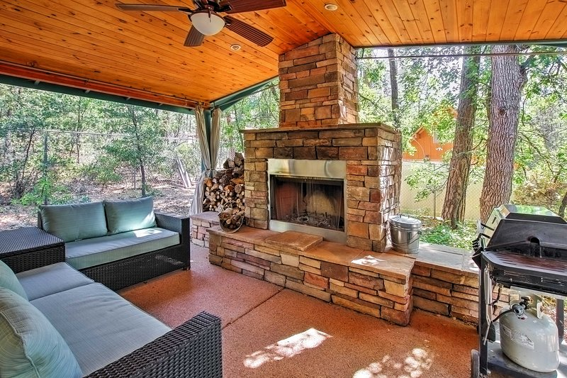 Plan your next Arizona escape to this 3-bedroom, 2-bathroom vacation rental house which sleeps 7 in Pine.