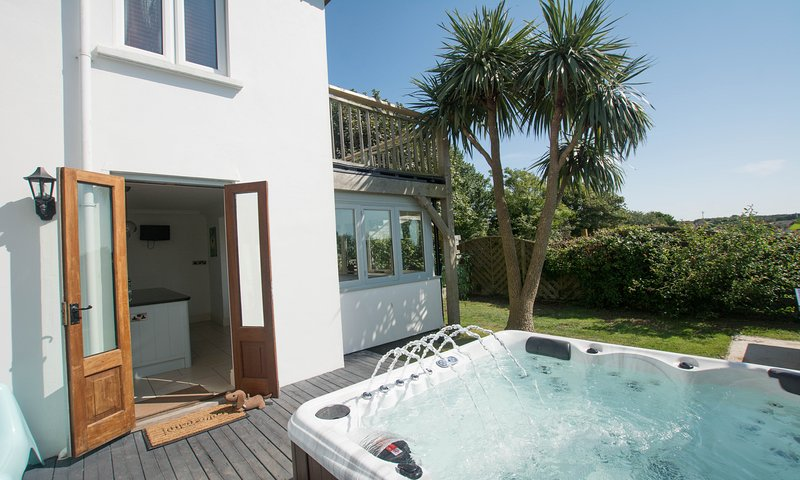 Bag-End House | 7 Bedrooms / Sleeps 14 | Hot Tub*, holiday rental in Braunton