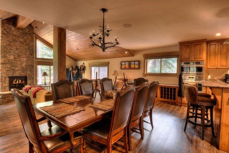 mesa de jantar expansiva, com capacidade para dez
