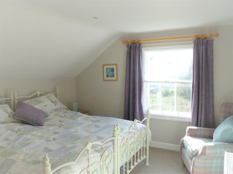 Dormitorio - creado con la cama super king.