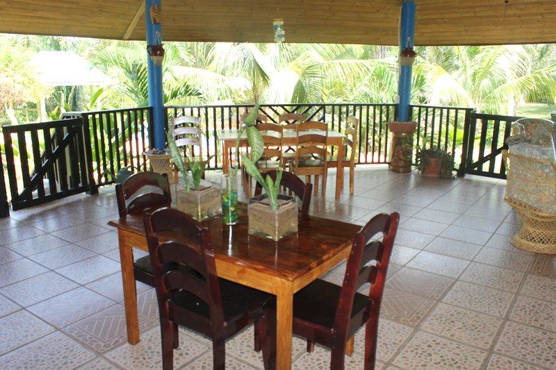 comedor bajo el restaurante Palapa