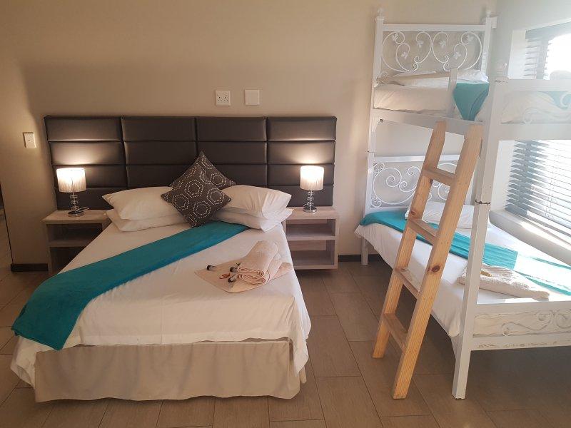 1er dormitorio con cama doble y 2 literas.