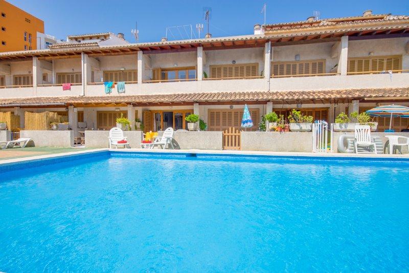 Adosado dúplex en Puerto Al..., holiday rental in Alcudia