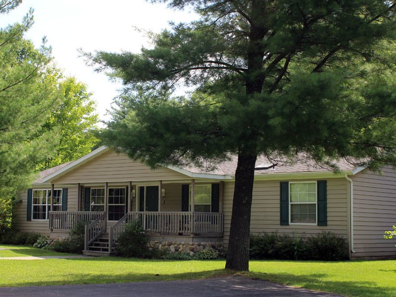 Whistling Brook at Spring Brook Resort | Cozy Creekside Home | Close to Pool, vacation rental in Wisconsin Dells
