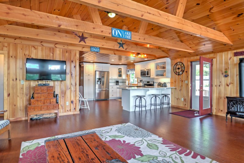 Updated amenities and comfortable furnishing can be found throughout 2,000 square feet of living space invites 9 for a waterfront vacation.