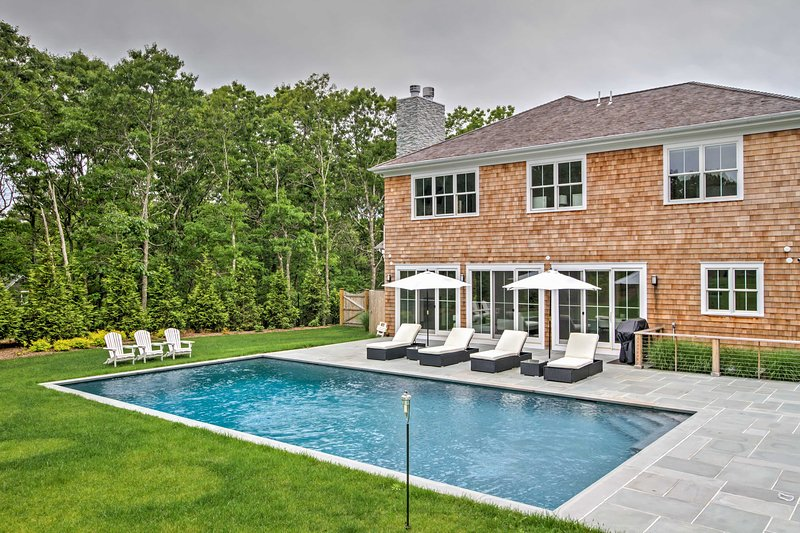 Indulge in the luxurious Hamptons lifestyle with this impressive 5-bedroom, 4.5-bath vacation rental home, which sleeps up to 12 guests.