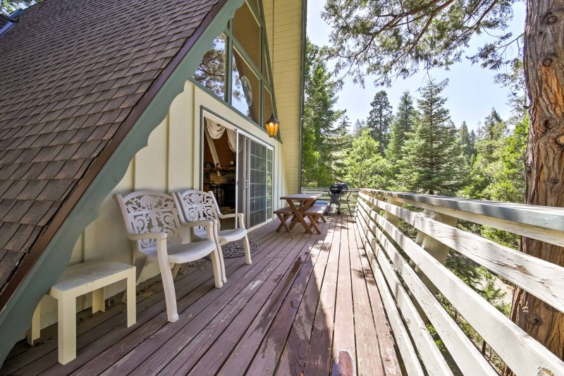 Sit on the deck at this vacation rental in Lake Arrowhead and marvel at the view