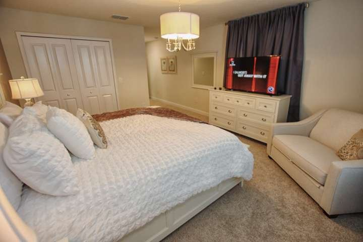 Upstairs King Master w/En-Suite Bathroom & Flat Screen TV - View #2