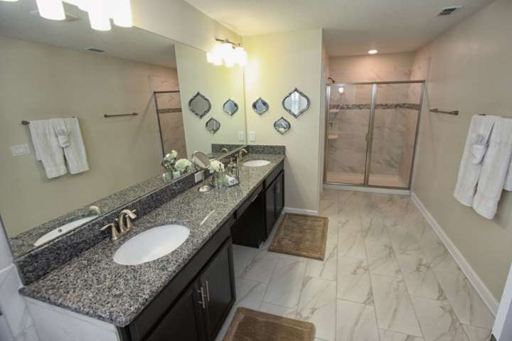 En-Suite Bath to Upstairs King Suite w/Double Sinks & Walk In Shower