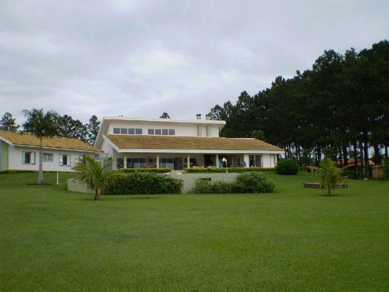 Casa dos Sonhos na beira Represa Jurumirim, location de vacances à Avare